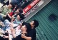 """江西南昌:被邓超鹿晗带红的""""一毛钱奶奶""""说太累,一群女孩排队"""