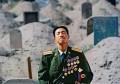 还记得跪在亡妻坟前的张良善吗?如今他已成为一名将军