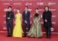 北京电影节红毯:巩俐一女拖四男,梅婷胸前挂月饼,周冬雨显老气