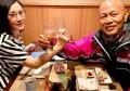 汪明荃夫妇庆祝结婚十周年,因戏结缘相知相恋,不离不弃相守数年