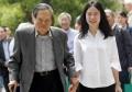 娶28岁娇妻,反对建加速器!杨振宁时常被骂,他对中国贡献多大?