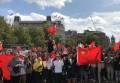 壮观!数百名留学生伦敦街头唱国歌 废青叫嚣声被淹没