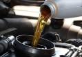 汽车机油多少公里换一次比较合适?维修工说出实话