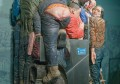 挤公交,绝对是一项技术活